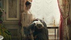 2. Полностью голая Леа Сейду – Прощай, моя королева