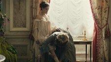 3. Полностью голая Леа Сейду – Прощай, моя королева