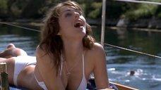 Элизабет Херли в белом купальнике