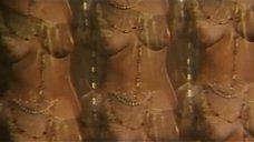 13. Индийский танец полуголой Орнеллы Мути – Идеальное место для убийства