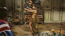 3. Индийский танец полуголой Орнеллы Мути – Идеальное место для убийства