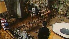 4. Индийский танец полуголой Орнеллы Мути – Идеальное место для убийства