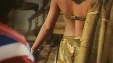 6. Индийский танец полуголой Орнеллы Мути – Идеальное место для убийства