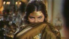 7. Индийский танец полуголой Орнеллы Мути – Идеальное место для убийства