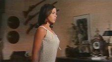 3. Орнелла Мути подглядывает как Ирен Папас занимается сексом – Идеальное место для убийства