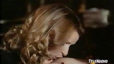 8. Лесбийская сцена с Орнеллой Мути и Зентой Бергер – Портрет буржуазии в черном