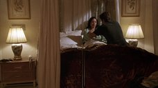 1. Анджелине Джоли делают перевязку раны на груди – Изображая Бога