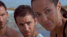 13. Секси Анджелина Джоли – Лара Крофт: Расхитительница гробниц 2 – Колыбель жизни