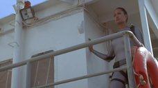 1. Анджелина Джоли в обтягивающем аквалангическом костюме – Лара Крофт: Расхитительница гробниц 2 – Колыбель жизни