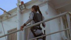 2. Анджелина Джоли в обтягивающем аквалангическом костюме – Лара Крофт: Расхитительница гробниц 2 – Колыбель жизни