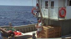 3. Анджелина Джоли в обтягивающем аквалангическом костюме – Лара Крофт: Расхитительница гробниц 2 – Колыбель жизни