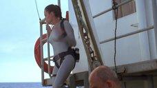 4. Анджелина Джоли в обтягивающем аквалангическом костюме – Лара Крофт: Расхитительница гробниц 2 – Колыбель жизни