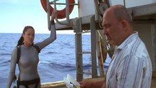 5. Анджелина Джоли в обтягивающем аквалангическом костюме – Лара Крофт: Расхитительница гробниц 2 – Колыбель жизни