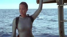 7. Анджелина Джоли в обтягивающем аквалангическом костюме – Лара Крофт: Расхитительница гробниц 2 – Колыбель жизни