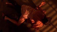 13. Сексуальная сцена с Анджелиной Джоли – Лара Крофт: Расхитительница гробниц 2 – Колыбель жизни