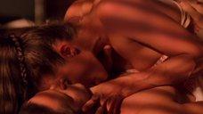 21. Сексуальная сцена с Анджелиной Джоли – Лара Крофт: Расхитительница гробниц 2 – Колыбель жизни