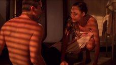 23. Сексуальная сцена с Анджелиной Джоли – Лара Крофт: Расхитительница гробниц 2 – Колыбель жизни
