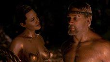 13. Изящное тело Анджелины Джоли – Беовульф (2007)