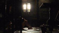 9. Полуголую шпионку Анджелину Джоли пытают – Солт