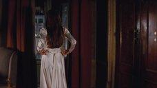 1. Анджелина Джоли снимает платье – Турист