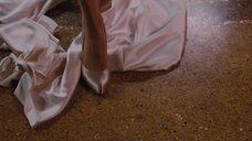 6. Анджелина Джоли снимает платье – Турист