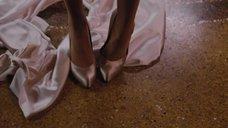 7. Анджелина Джоли снимает платье – Турист