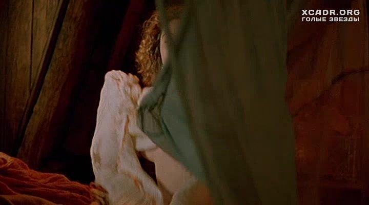 Голая Грудь Эммануэль Беар – Путешествие Капитана Фракасса (1990)
