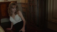 12. Анджелина Джоли подглядывает как Мелани Лоран занимается сексом – Лазурный берег