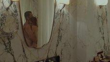 4. Обнаженная Анджелина Джоли обнимает Бреда Питта – Лазурный берег