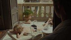 3. Анджелина Джоли загорает – Лазурный берег