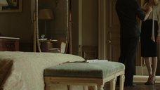 2. Анджелина Джоли в красном лифчике – Лазурный берег