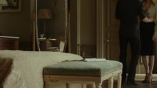5. Анджелина Джоли в красном лифчике – Лазурный берег