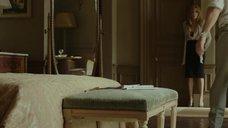 8. Анджелина Джоли в красном лифчике – Лазурный берег