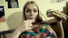 9. Секси Анна Хилькевич – Универ. Новая общага