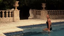 1. Келли Линч в черном купальнике – Город мечты