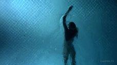 3. Обнаженная Келли Линч плавает в бассейне – Город мечты