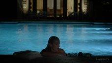 4. Обнаженная Келли Линч плавает в бассейне – Город мечты