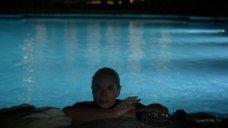 7. Обнаженная Келли Линч плавает в бассейне – Город мечты