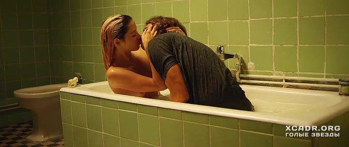 За Пригоршню Поцелуев – Эротические Сцены