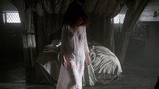 Катрина Балф в прозрачной ночнушке