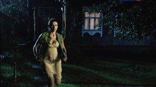 Юлия Галкина трясет грудью во время бега