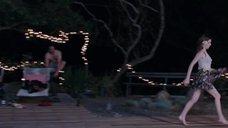10. Ножки Анны Кендрик – В поисках огня