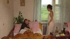 Нонна Гришаева закутанная в простыне