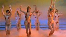 2. Танец полуголой Нонны Гришаевой – На Дерибасовской хорошая погода, или На Брайтон Бич опять идут дожди