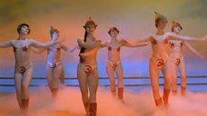 3. Танец полуголой Нонны Гришаевой – На Дерибасовской хорошая погода, или На Брайтон Бич опять идут дожди