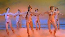 5. Танец полуголой Нонны Гришаевой – На Дерибасовской хорошая погода, или На Брайтон Бич опять идут дожди