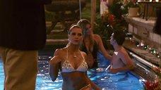 Сексуальная Тереза Палмер выходит из бассейна