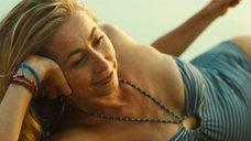 Фелисити Прайс отдыхает на пляже