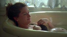 Кэтрин Хан мастурбируют во ванне