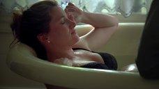 6. Кэтрин Хан мастурбируют в ванне – Жеребец